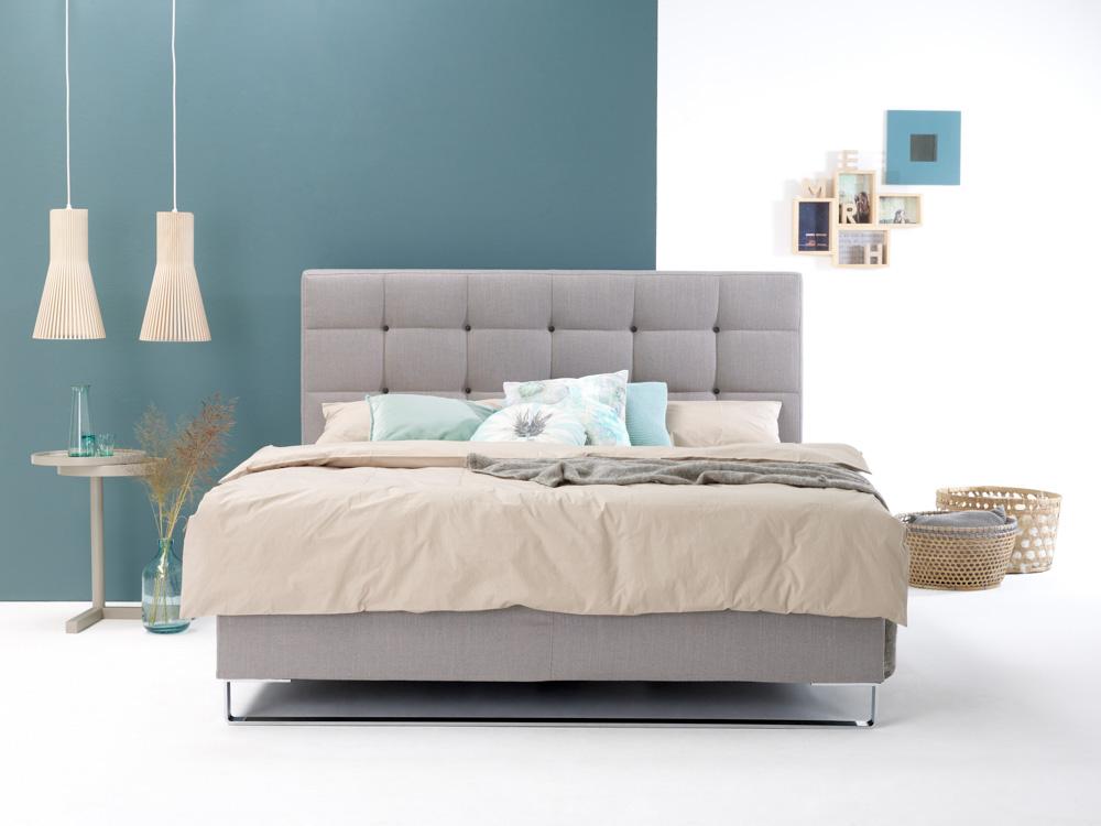 Riposana – Bett, Beimöbel & Leuchte